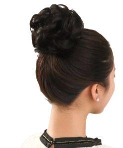 Haargummi mit Haaren für Hochsteckfrisur