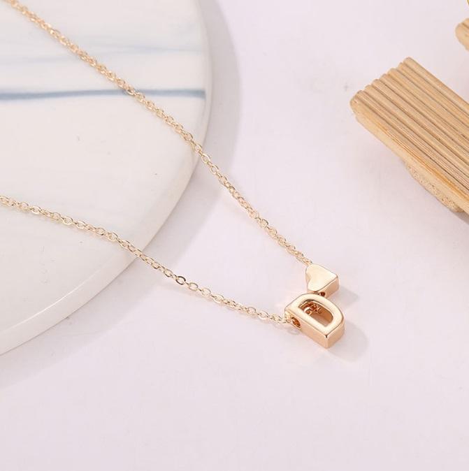 Persönliche Halskette Buchstabe mit Herz, individuelle Buchstaben Halskette