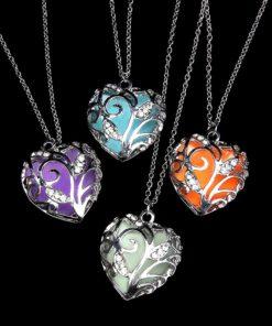 Halskette mit leuchtendem Herz, Anhänger Leuchtherz, Modeschmuck, Schweiz
